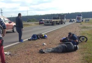 Autovía: Motociclistas lesionados al rodar tras rotura de un neumático