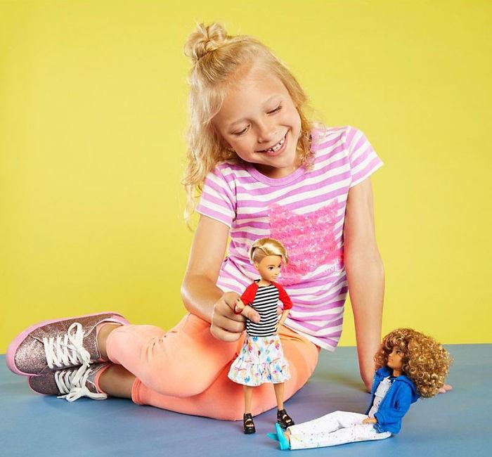 Barbie lanzó una colección de muñecas que pueden cambiar de género