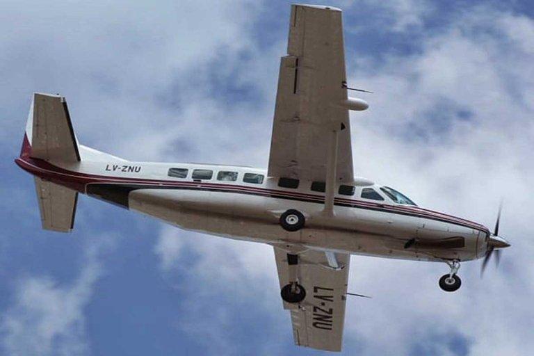 Un avión con una menor a bordo que se desangraba debió aterrizar de emergencia en Concordia