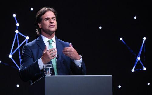 Lacalle Pou quiere poner paz entre Bolsonaro y Fernández para equilibrar al Mercosur