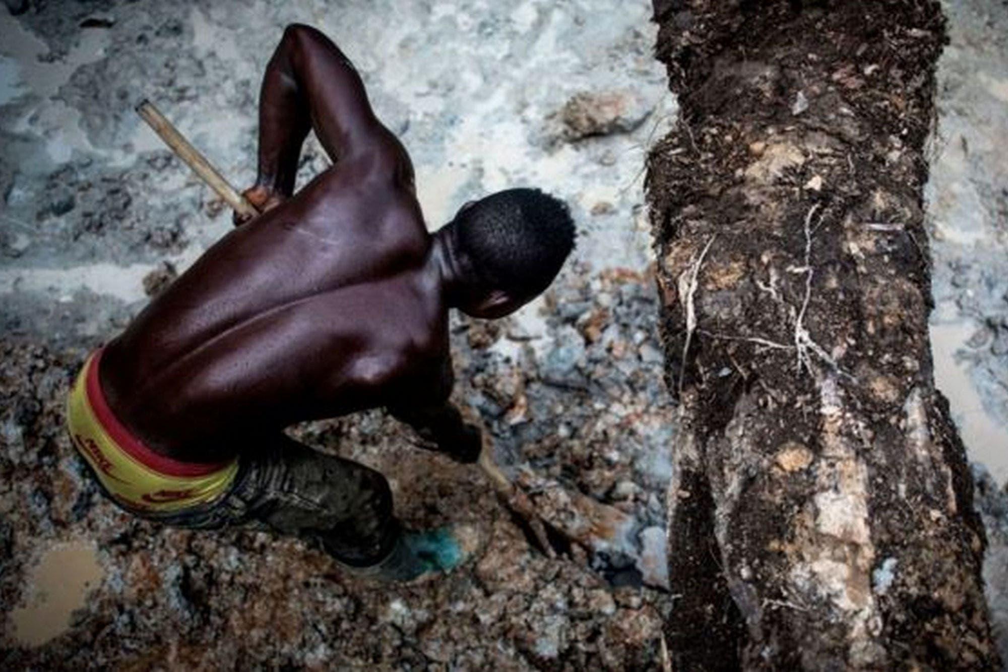 Por qué acusan a Apple, Google, Tesla y otras compañías tecnológicas de contribuir a la esclavitud infantil