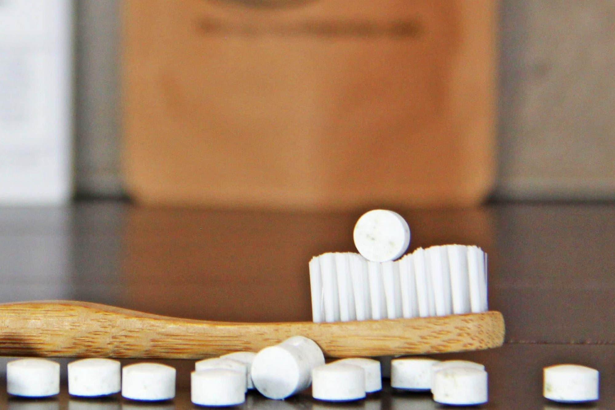 Chau tubo plástico: crean una pasta de dientes con forma de pastillas