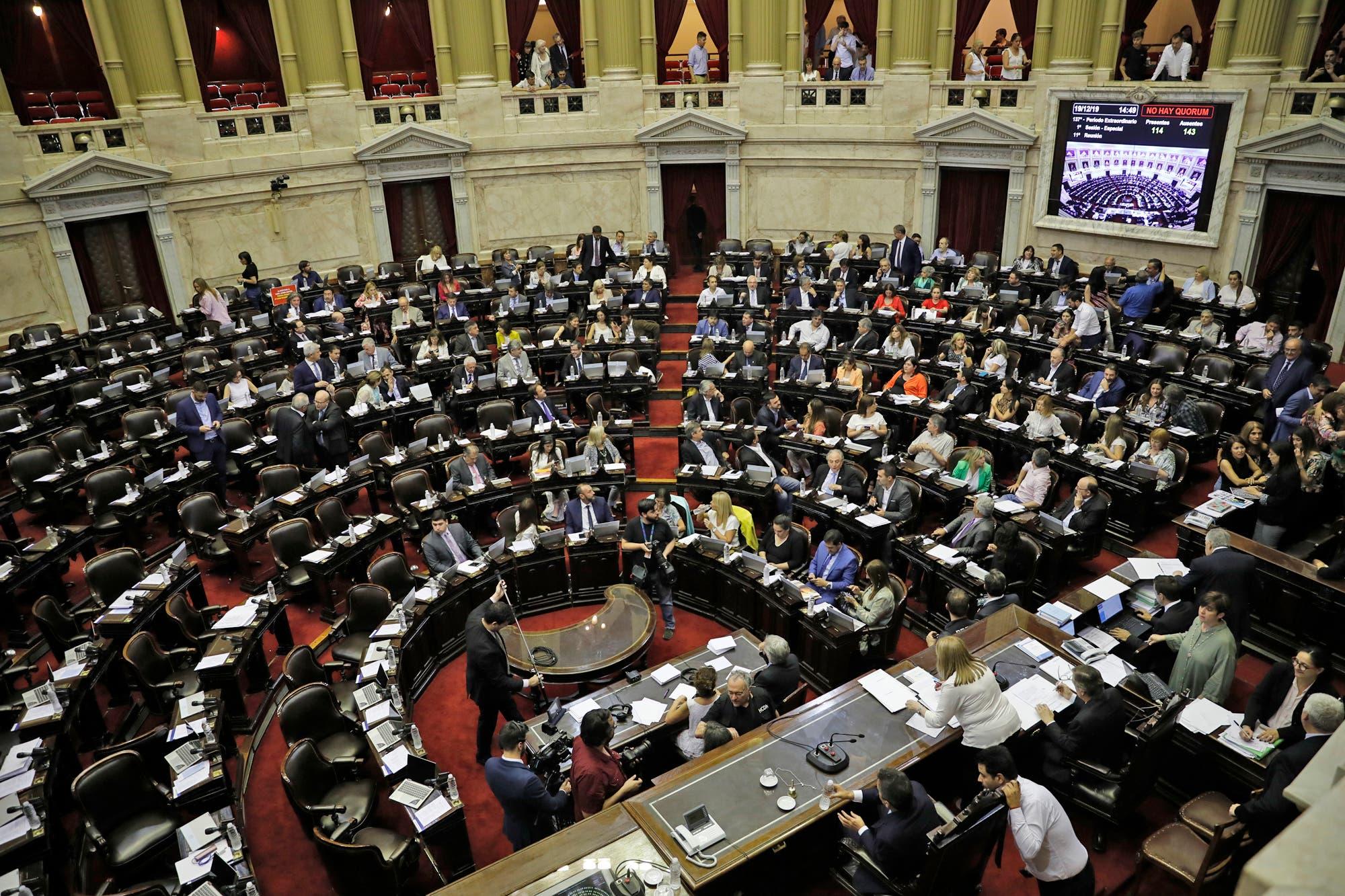 Ley de emergencia: los expresidentes, funcionarios públicos y los jueces mantendrán la movilidad jubilatoria