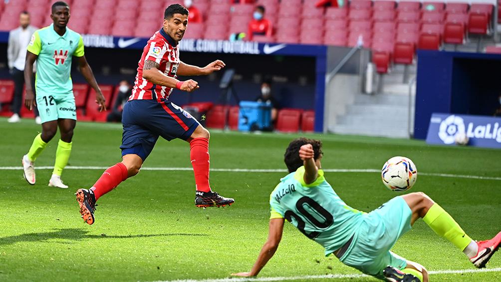 El uruguayo Suárez brilla con doblete y asistencia en su debut en el Atlético de Simeone