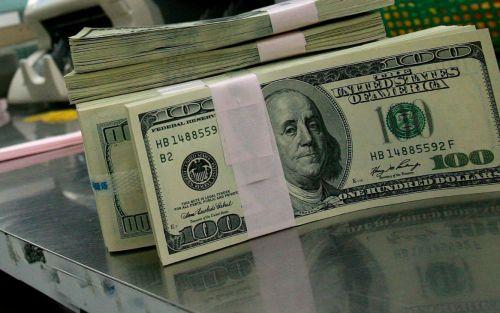 El dólar Blue abre estable cerca de los $180