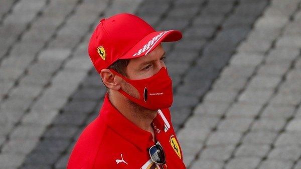 """Ferrari, en llamas: a Sebastian Vettel lo criticaron y reaccionó preguntando si era """"un completo idiota"""""""
