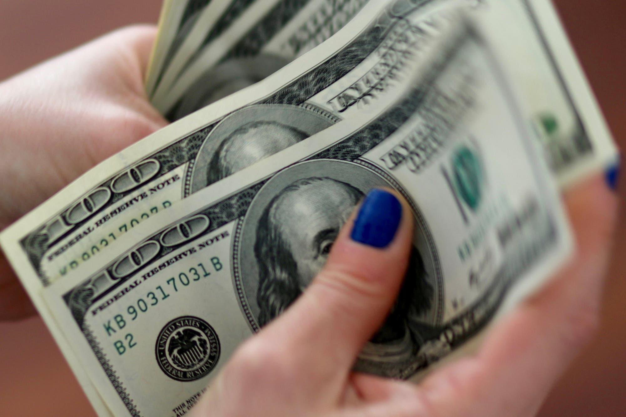 """Dólar hoy: tras inspecciones oficiales, suspenden a una sociedad de bolsa por """"conductas elusivas"""""""