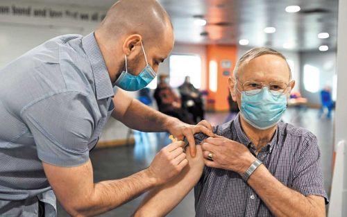 La OMS recomienda la vacuna de AstraZeneca para todos los adultos