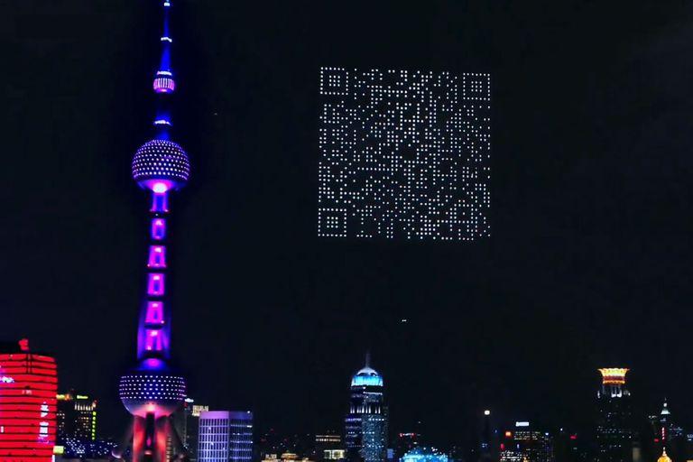 en-china:-promocionan-un-videojuego-con-un-gigantesco-codigo-qr-creado-con-drones-en-el-cielo-de-shanghai