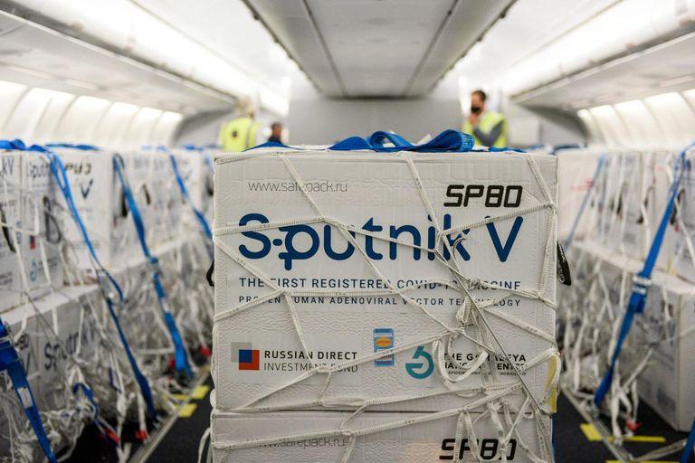 llego-un-vuelo-de-aerolineas-argentinas-con-800-mil-dosis-de-la-vacuna-sputnik-v-desde-rusia