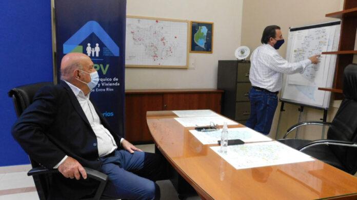 durante-una-reunion-de-trabajo-fue-evaluada-la-politica-habitacional-del-departamento-uruguay