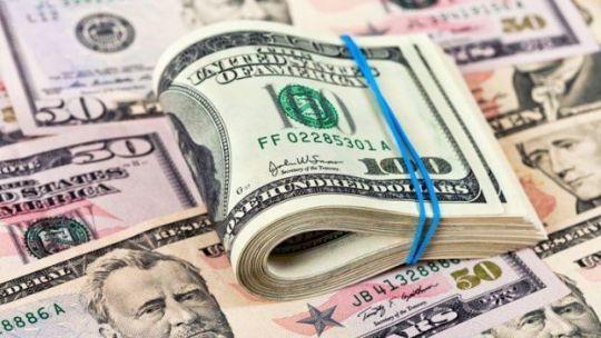 dolar:-estabilidad-en-el-mercado-paralelo-y-marcada-suba-del-riesgo-pais