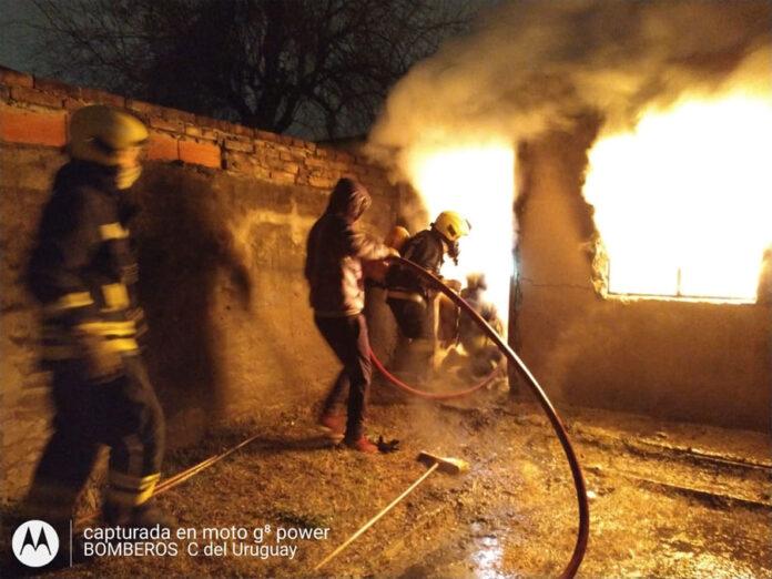 se-incendio-una-pequena-vivienda-y-hubo-perdidas-totales