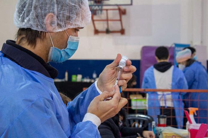 viernes-de-operativo-vacunacion-en-el-cefno3