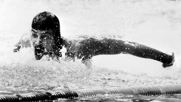 mark-spitz:-el-primer-monstruo-de-la-natacion-olimpica-que-se-consagro-en-los-juegos-banados-en-sangre
