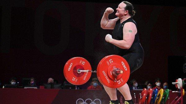 tokio-2020:-laurel-hubbard,-la-levantadora-de-pesas-transgenero-que-anuncio-su-retiro-tras-su-debut-olimpico