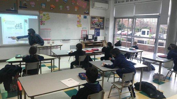 el-gobierno-impulsa-la-vuelta-de-la-presencialidad-en-las-escuelas-de-todo-el-pais,-sin-burbujas-y-ni-distancia-entre-los-alumnos