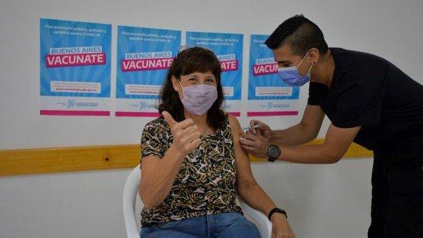 coronavirus:-abren-la-vacunacion-libre-con-segundas-dosis-para-mayores-de-18-anos-en-la-provincia